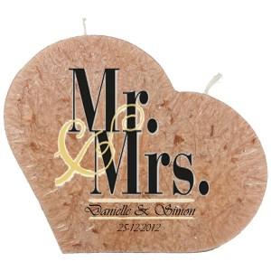 Trouwkaars MR&MRS op een grote hartkaars - bruin